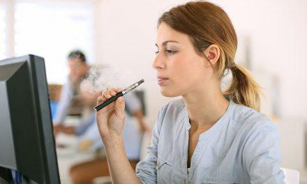 Dampfen am Arbeitsplatz: erlaubt oder nicht?